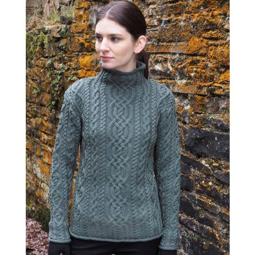 Model wearing thundra-coloured Aran sweater